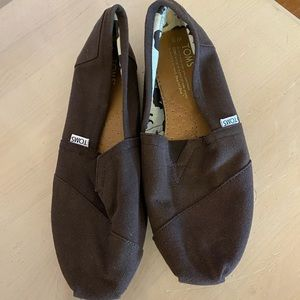 Toms like new